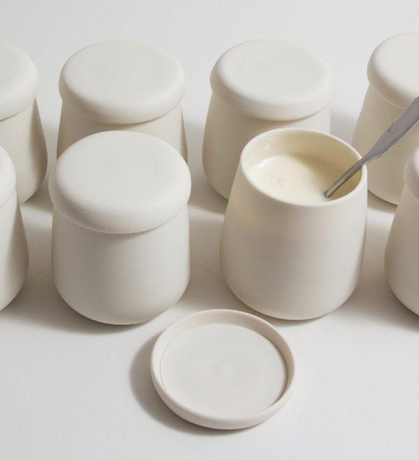 Porcelain pots with lids