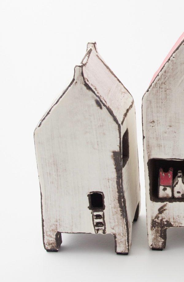 House white on legs, Berangere Ceramiques, Bérangère Noyau, Ateliers d'art de France, Artisan de France, Artiste de France, Artiste céramiste, Artiste porcelaine, créateur en porcelaine, Design et fabrication de petites séries et pièces uniques, arts décoratifs, objets décoratifs, céramiste, céramiste de france, céramiste Samois-sur-Seine, céramiste français, céramiste polyvalente, porcelainier, porcelainier français, porcelainier Samois-sur-Seine, porcelainier de France, Passage Potin, céramique, objet en céramique, porcelaine, objet en porcelaine, pièces uniques céramique, pièces uniques porcelaine, créatrice de céramique, créatrice de porcelaine, créatrice française, atelier Samois-sur-Seine, cours Samois-sur-Seine, cours céramique, cours porcelaine, cours céramique adulte, cours céramique enfant, cours porcelaine adulte, cours porcelaine enfant, impression en sérigraphie sur porcelaine, pièce unique décoration, pièce unique made in France, pièce unique décoration made in France, décoration made in France, objet made in France, céramique made in France, porcelaine made in France, artisanat français, art de france Bérangère Céramiques, Berangere Ceramiques, Bérangère Noyau, Ateliers d'art de France, Artisan de France, Artiste de France, Artiste céramiste, Artiste porcelaine, créateur en porcelaine, Design et fabrication de petites séries et pièces uniques, arts décoratifs, objets décoratifs, céramiste, céramiste de france, céramiste Samois-sur-Seine, céramiste français, céramiste polyvalente, porcelainier, porcelainier français, porcelainier Samois-sur-Seine, porcelainier de France, Passage Potin, céramique, objet en céramique, porcelaine, objet en porcelaine, pièces uniques céramique, pièces uniques porcelaine, créatrice de céramique, créatrice de porcelaine, créatrice française, atelier Samois-sur-Seine, cours Samois-sur-Seine, cours céramique, cours porcelaine, cours céramique adulte, cours céramique enfant, cours porcelaine adulte, cours porcelaine enfant, imp